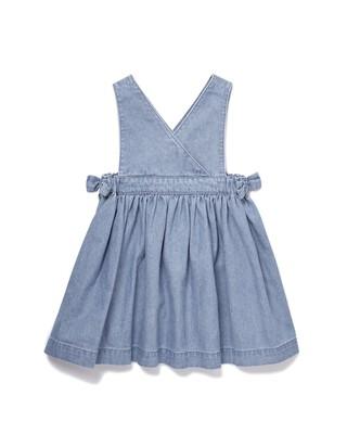فستان شامبراي بتصميم مريلة