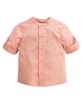 قميص بلون وردي